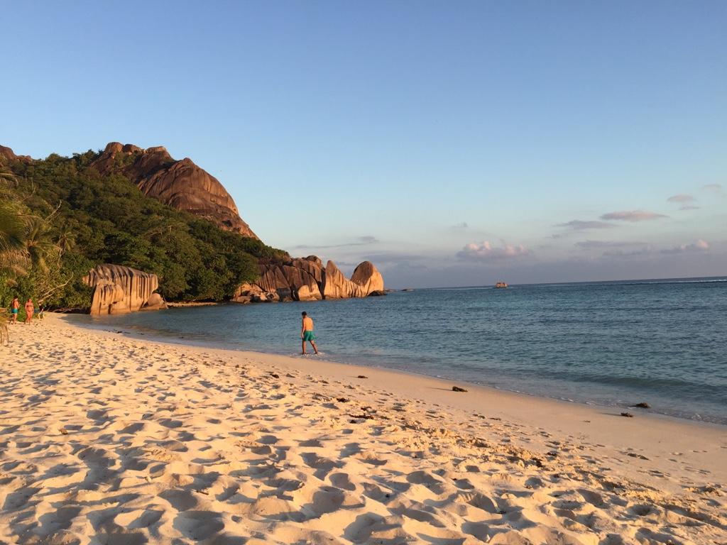 Abendstimmung am Anse Source d' Argent Strand auf La Digue, Seychellen