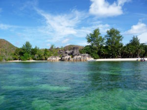Blick auf Curieuse vom Meer aus, Seychellen