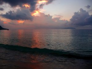Sonnenuntergang am Beau Vallon Strand auf Mahe, Seychellen
